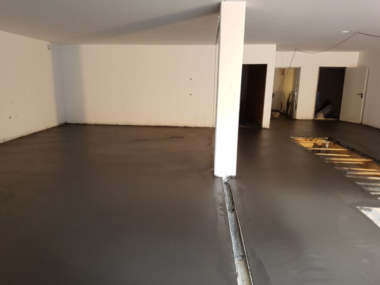 Realizzazione pavimento interno antipolvere in cemento - Bortolotto Roberto