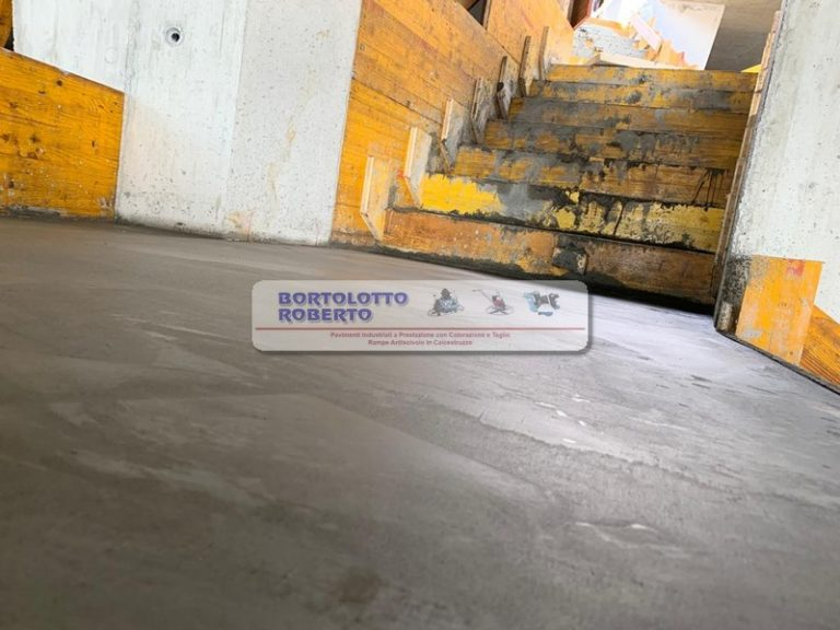 Posa e Realizzazione Pavimento in Cemento CLS - Pavimenti industriali ad alte prestazioni con/senza colorazione -Rampe antiscivolo e scale in cemento, calcestruzzo - CLS - per aziende privati ed enti pubblici - realizzazione Bortolotto Roberto