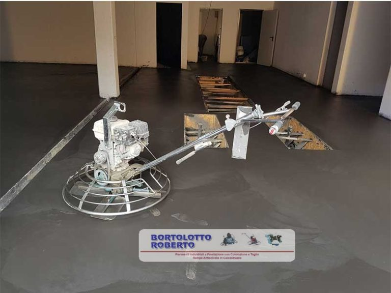 Realizzazione Pavimento Interno Elicotterato per Garage / Pavimentazione Industriale in Calcestruzzo / in Cemento Armato - Bortolotto Roberto - Pavimentazione Interna in CLS / Calcestruzzo