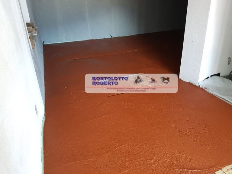 Realizzazione Pavimento Industriale Interno con Colorazione - Bortolotto Roberto - Pavimentazioni Pavimenti Industriali Rampe Antiscivolo e Scale in Cemento /Calcestruzzo / CLS