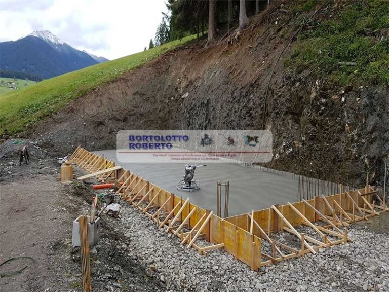 Realizzazione Pavimento / Pavimentazione Industriale in Calcestruzzo / in Cemento Armato - Bortolotto Roberto - Pavimentazione Esterna in CLS / Calcestruzzo