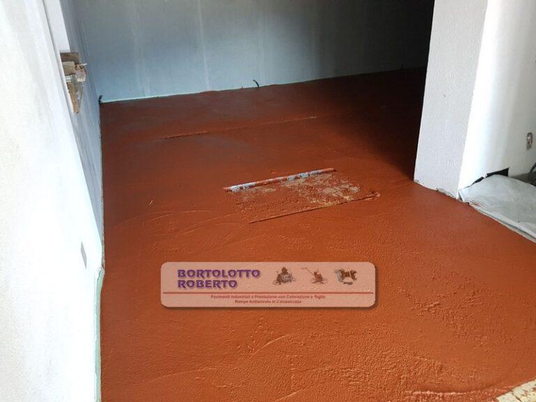 pavimento in cemento con colorazione e taglio